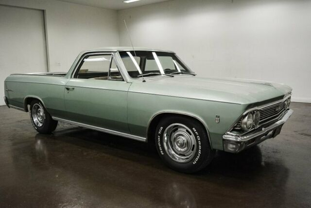 1966 Chevrolet El Camino (Green/cream / beige)