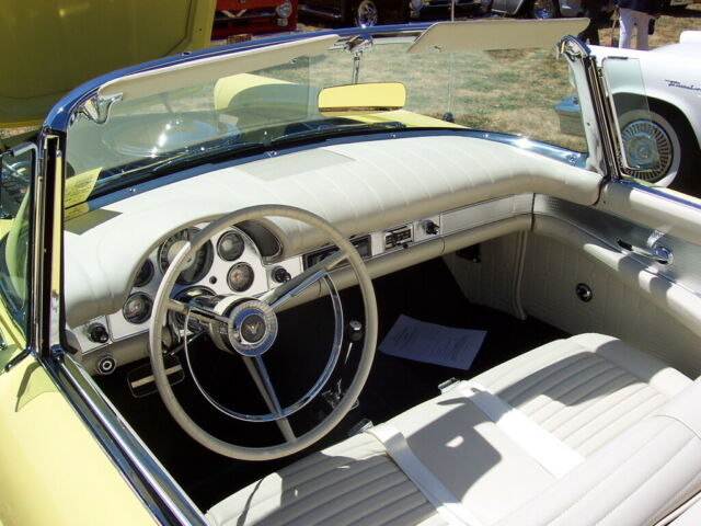 1957 Ford Thunderbird (Yellow/White)