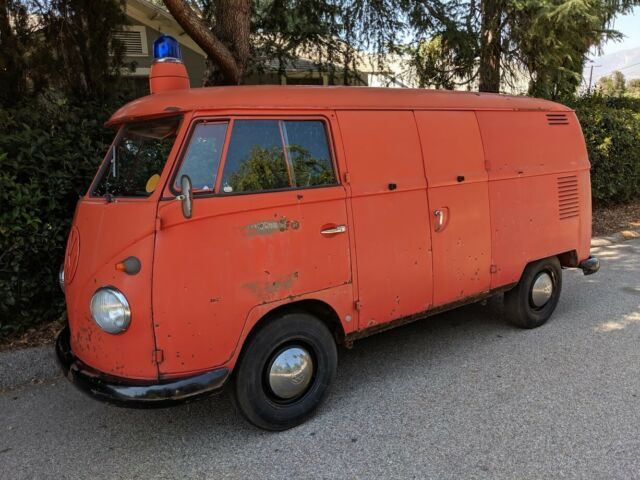 1963 Volkswagen Bus/Vanagon (Red/Grey)