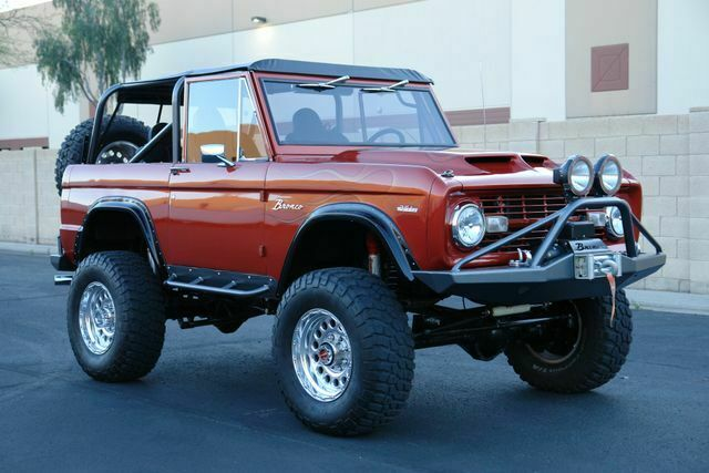 1969 Ford Bronco (Orange/Black)