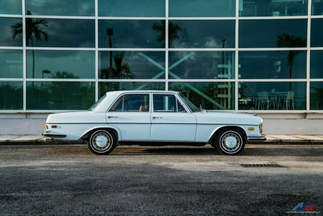 1972 Mercedes-Benz 200-Series (Blue/Tan)