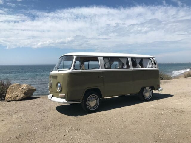 1971 Volkswagen Bus/Vanagon (Green/White)