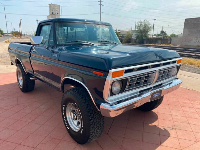 1977 Ford F-150 (Blue/Black)