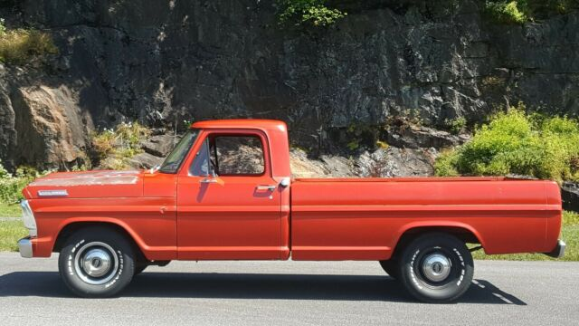 1967 Ford F-100 (Red/Red)
