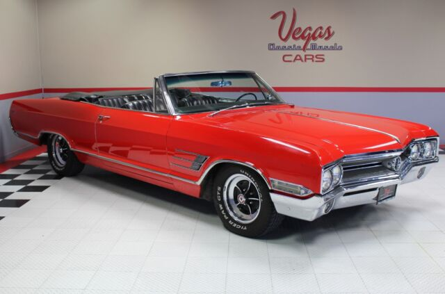 1965 Buick Wildcat Convertible (Red/Black)