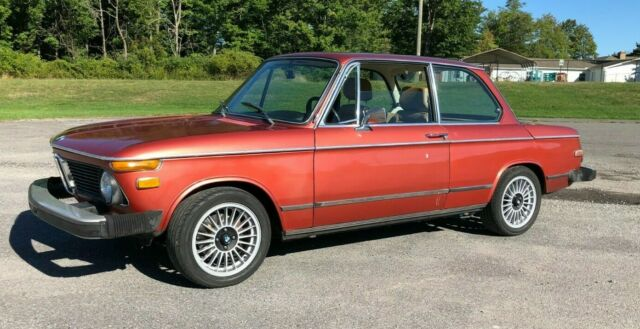 1975 BMW 2002 (Granatrot Metallic/Tan)