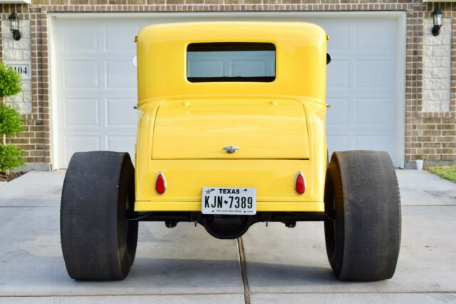 1931 Ford Model A (Yellow/Brown)