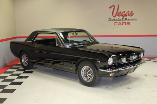 1965 Ford Mustang (Black/Black)