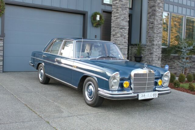 1967 Mercedes-Benz 200-Series (BLUE/BLUE)
