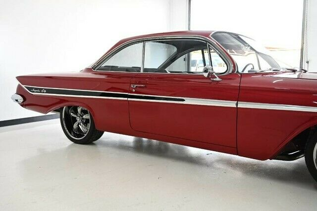 1961 Chevrolet Impala (Red/Black)