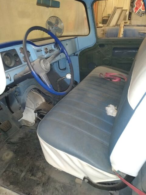 1961 GMC 1/2 ton (Blue/Black)