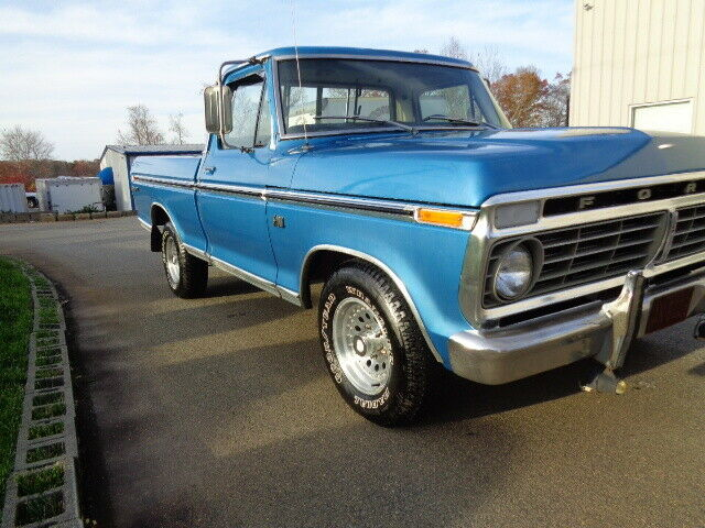 1974 Ford F-100 (Wild Strawberry/Gray)