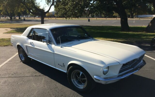 1968 Ford Mustang (White/Black)