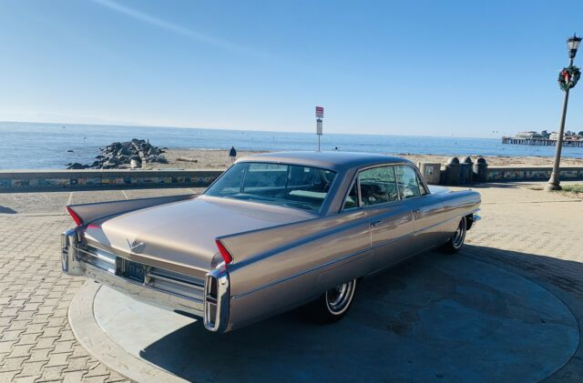 1963 Cadillac DeVille Sedan (Brown/Gray/Blue)