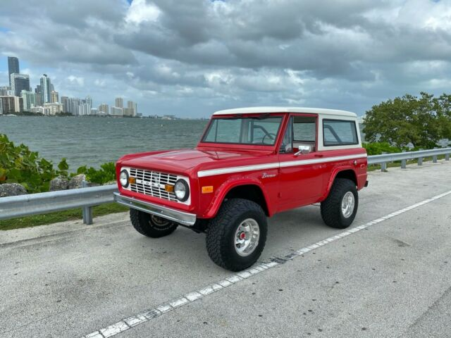 1972 Ford Bronco (Red/Burgandy)