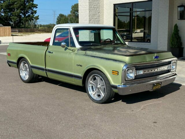 1969 Chevrolet C-10 (Green/Black)