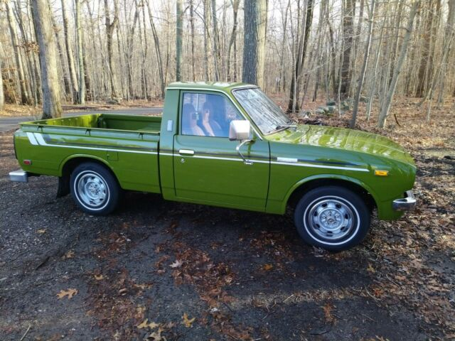 1976 Toyota Hilux (Green/Tan)