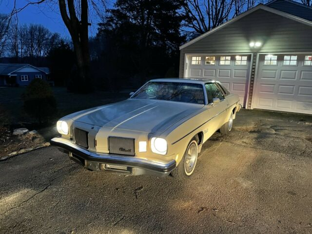 1974 Oldsmobile Cutlass (Yellow/Gray)