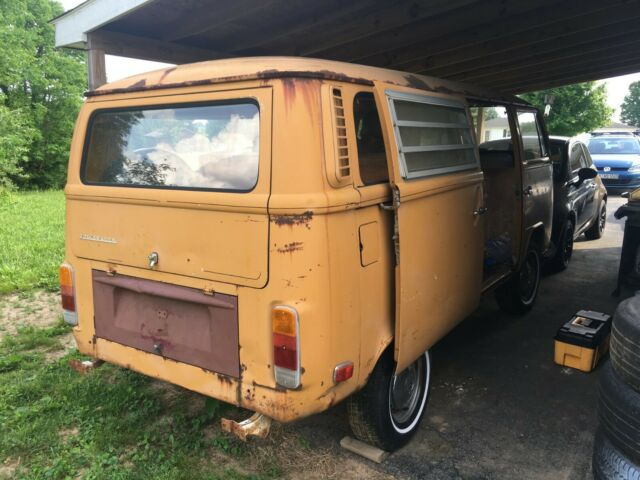 1972 Volkswagen Bus/Vanagon (Yellow/Tan)