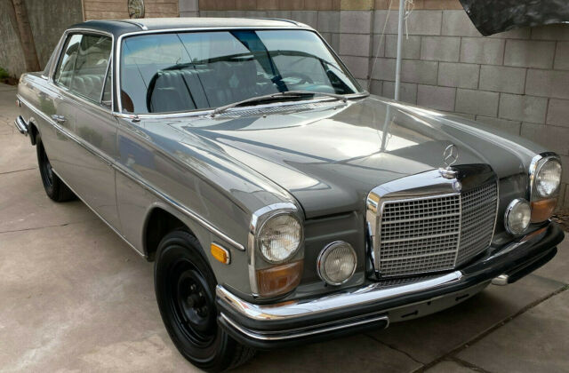 1970 Mercedes-Benz 200-Series (Gray/Black)