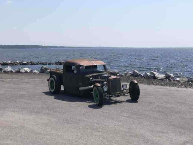 1946 Ford Rat Rod (Brown/Black)