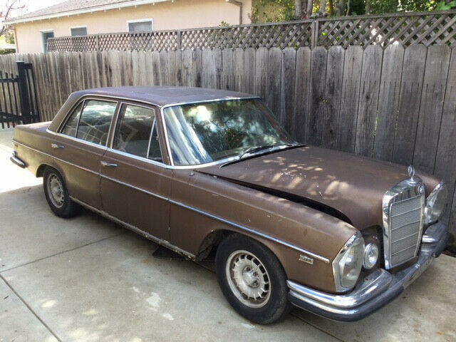 1972 Mercedes-Benz 200-Series (Blue/Blue)