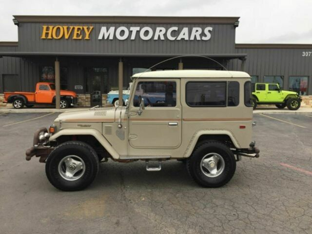 1979 Toyota Land Cruiser (Tan/Gray)