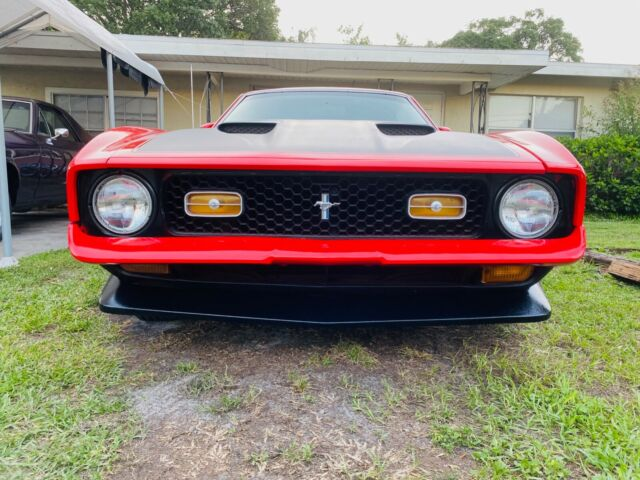 1972 Ford Mustang (Red/Red)