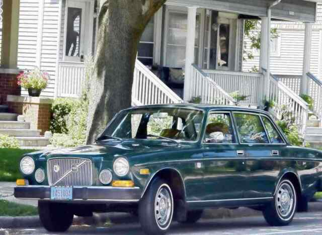 1974 Volvo 164 (Green/Brown)