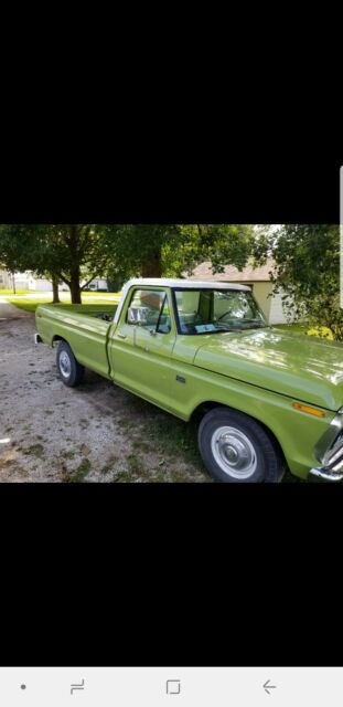 1975 Ford F250 (Green/White)
