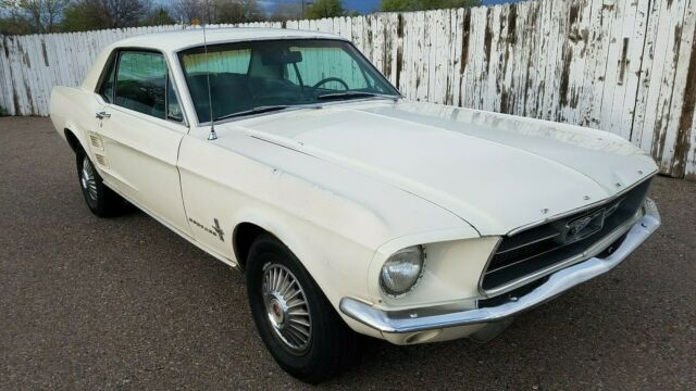 1967 Ford Mustang (White/Blue)