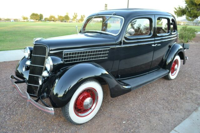 1935 Ford Model 48 (Black/Burgundy)