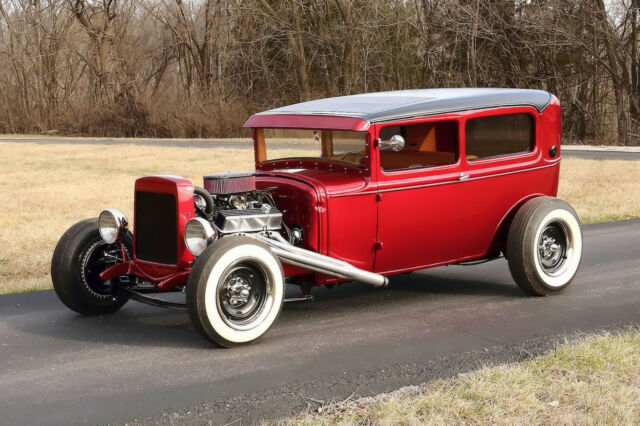 1930 Ford Model A (Red/Tan)