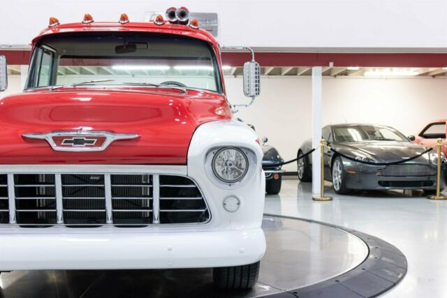 1955 Chevrolet Cameo (White/Black)