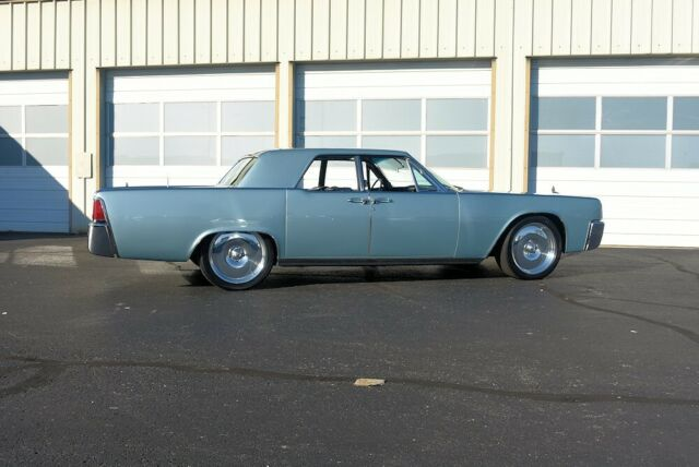 1962 Lincoln Continental (Blue/Black)