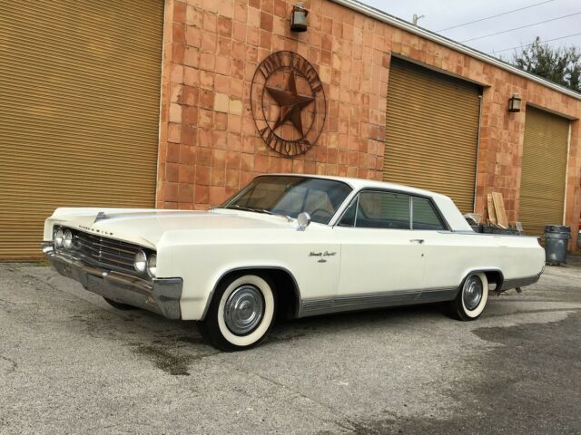 1963 Oldsmobile Ninety-Eight (White/Red)
