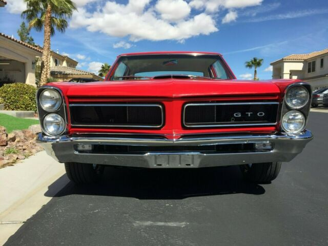 1965 Pontiac GTO (Red/Red)