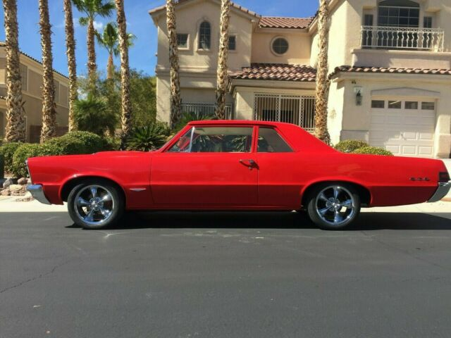 1965 Pontiac GTO (Red/White)