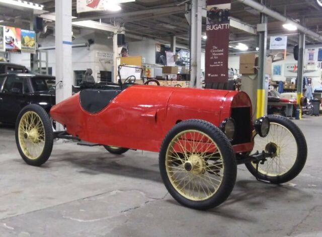 1915 Ford Model T (Red/Black)