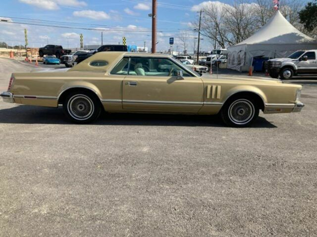 1979 Lincoln Continental (Gold/White)