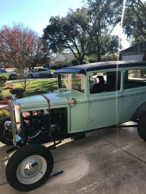 1931 Ford Model A (Teal/White)