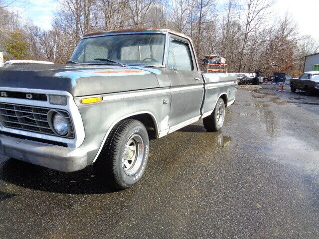 1973 Ford F-100 (Maroon/Black)